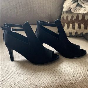 Torrid black with cut our heel bootie